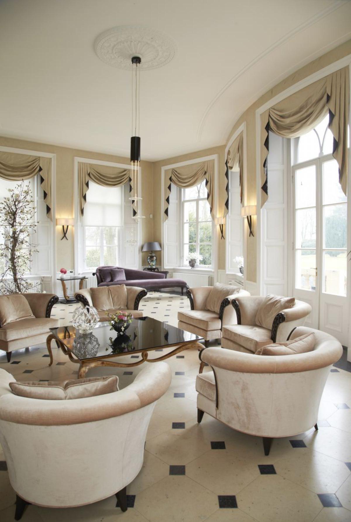 Текстиль в гостиной в классическом стиле