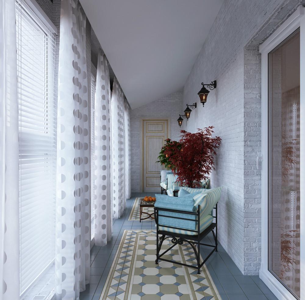 Балкон с кирпичной стеной и плиточным полом