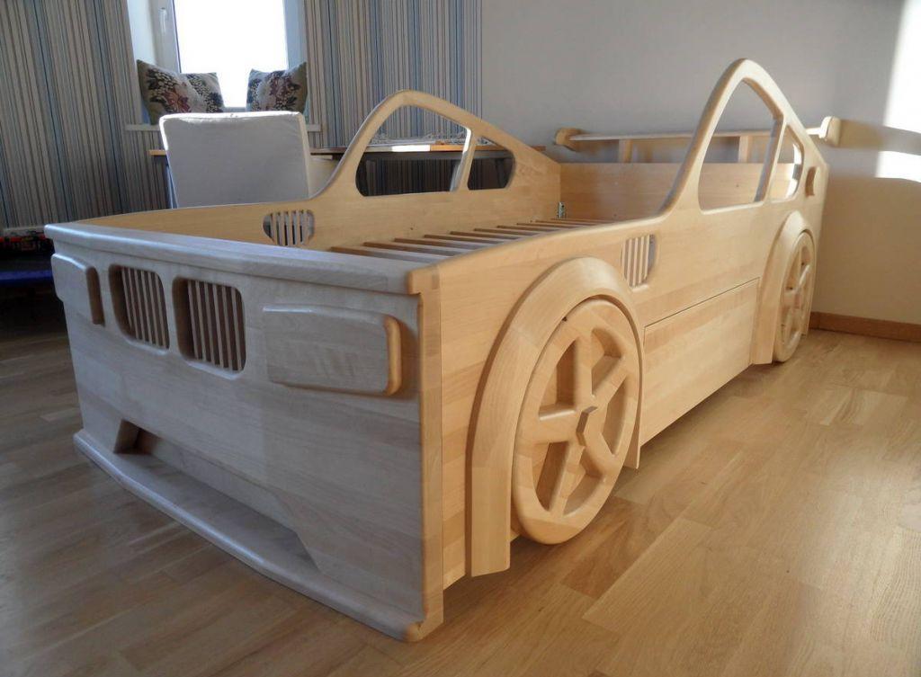 Детская кровать-машина из дерева