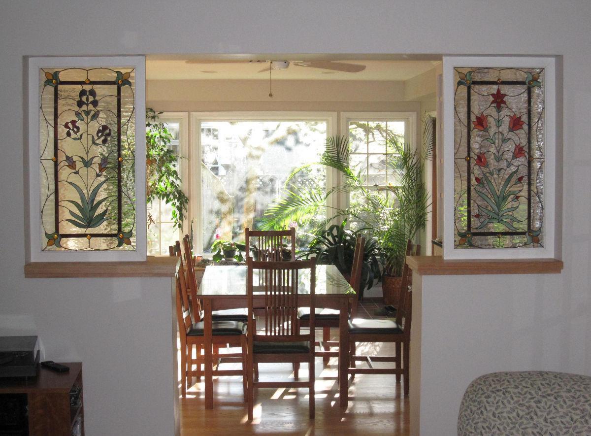 Витражная пленка на декоративных окнах