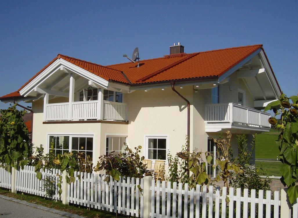 Светлый фасад дома в немецком стиле