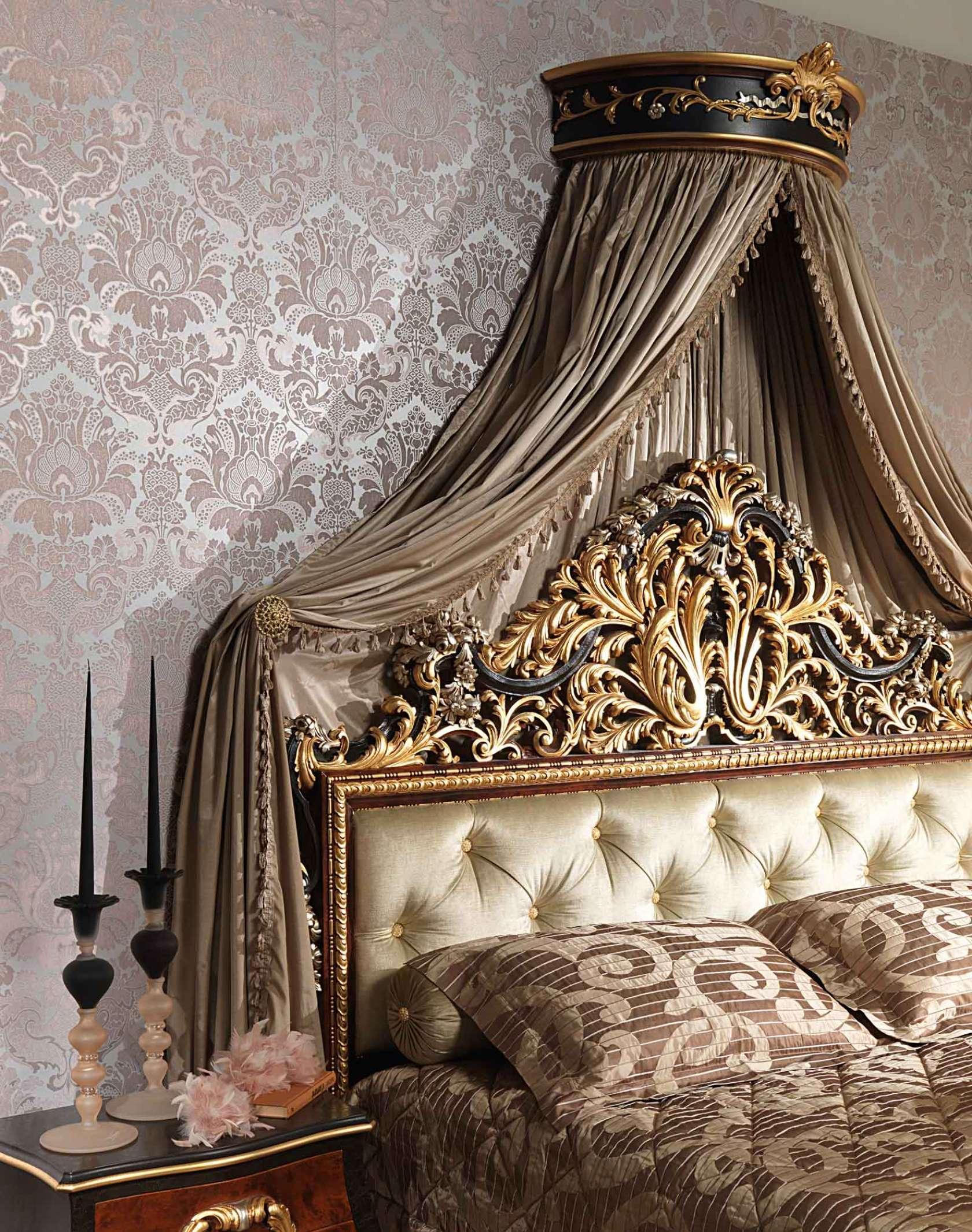 Балдахин над кроватью в классической спальне