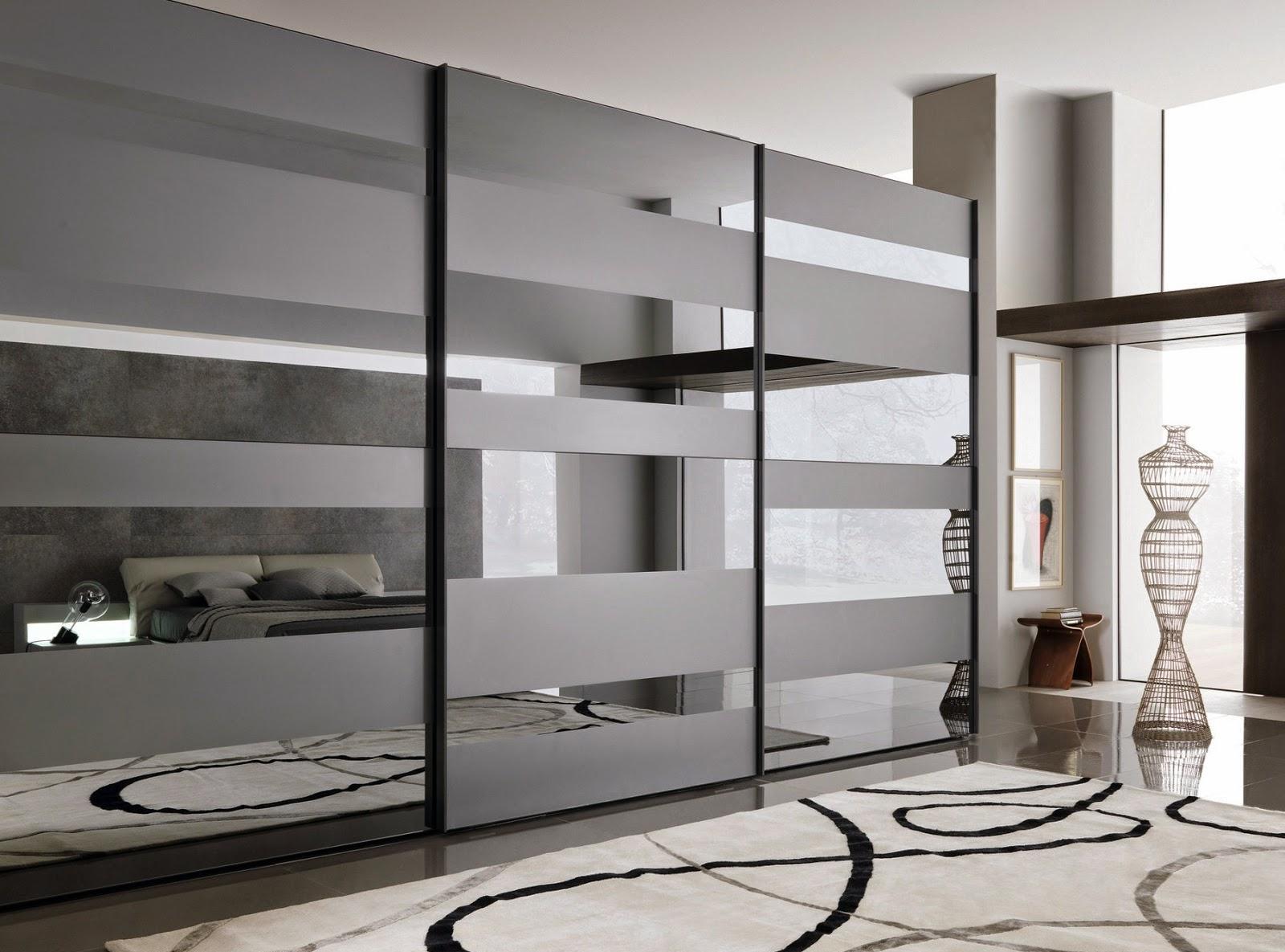 Матово-глянцевый черный фасад встроенного шкафа