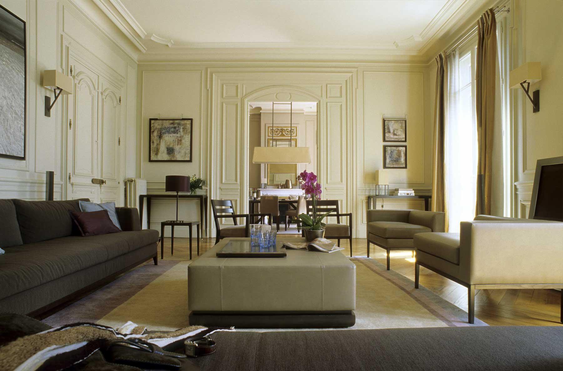 Молдинги в гостиной в классическом стиле