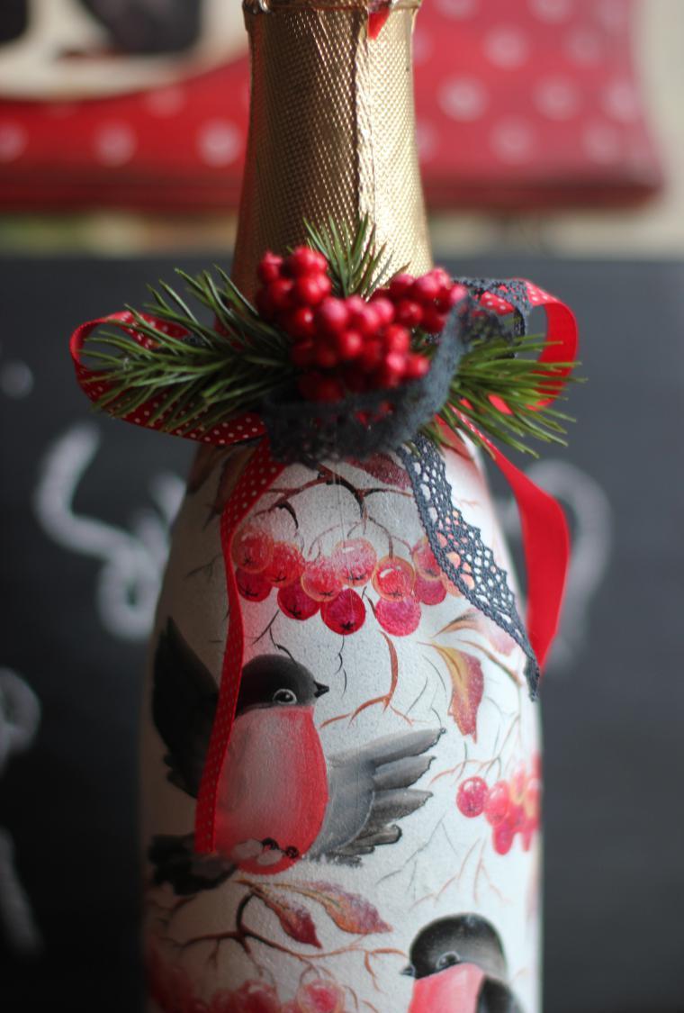 Декупаж бутылки шампанского со снегирями на новый год