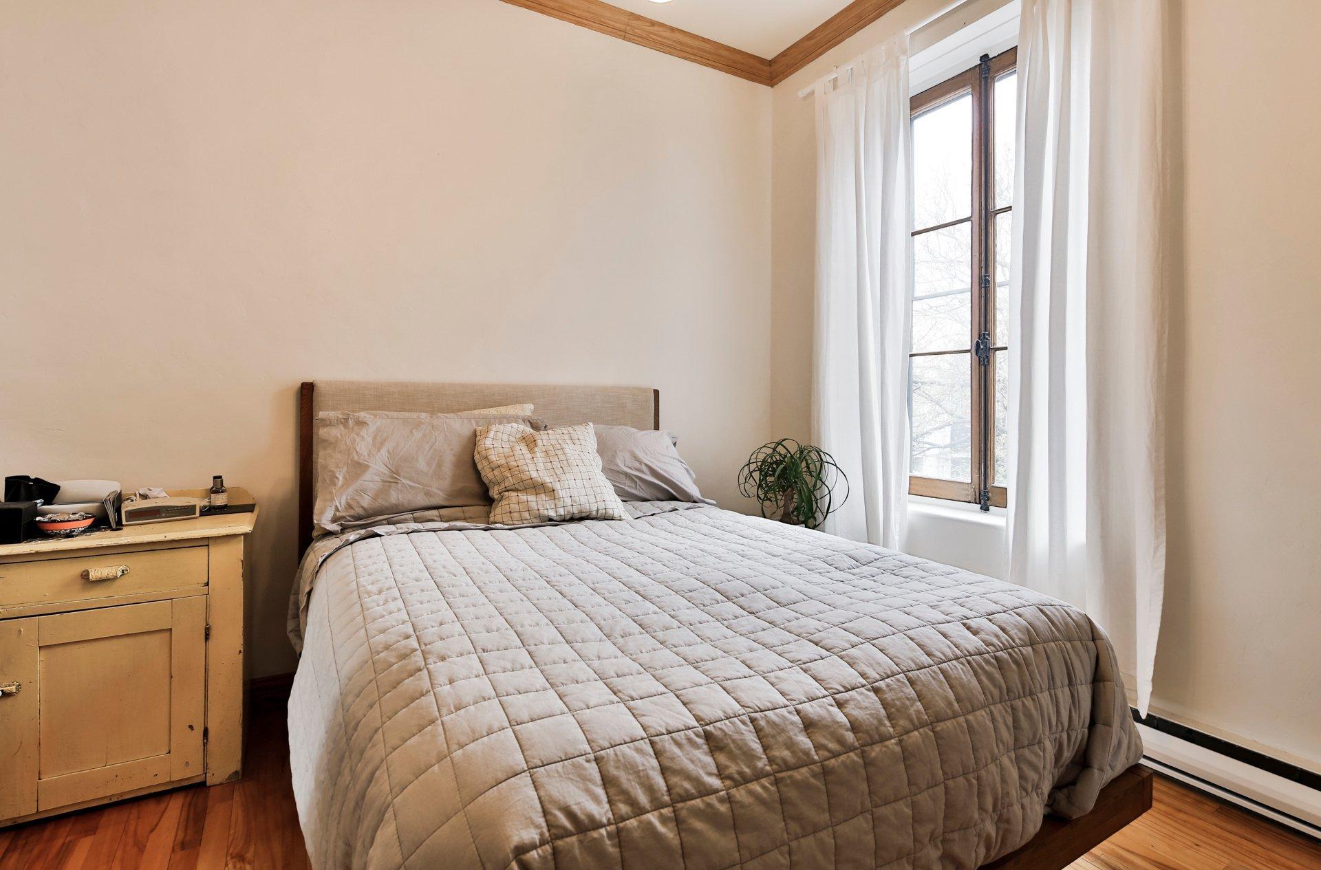 Спальня 14 кв.м. светлая