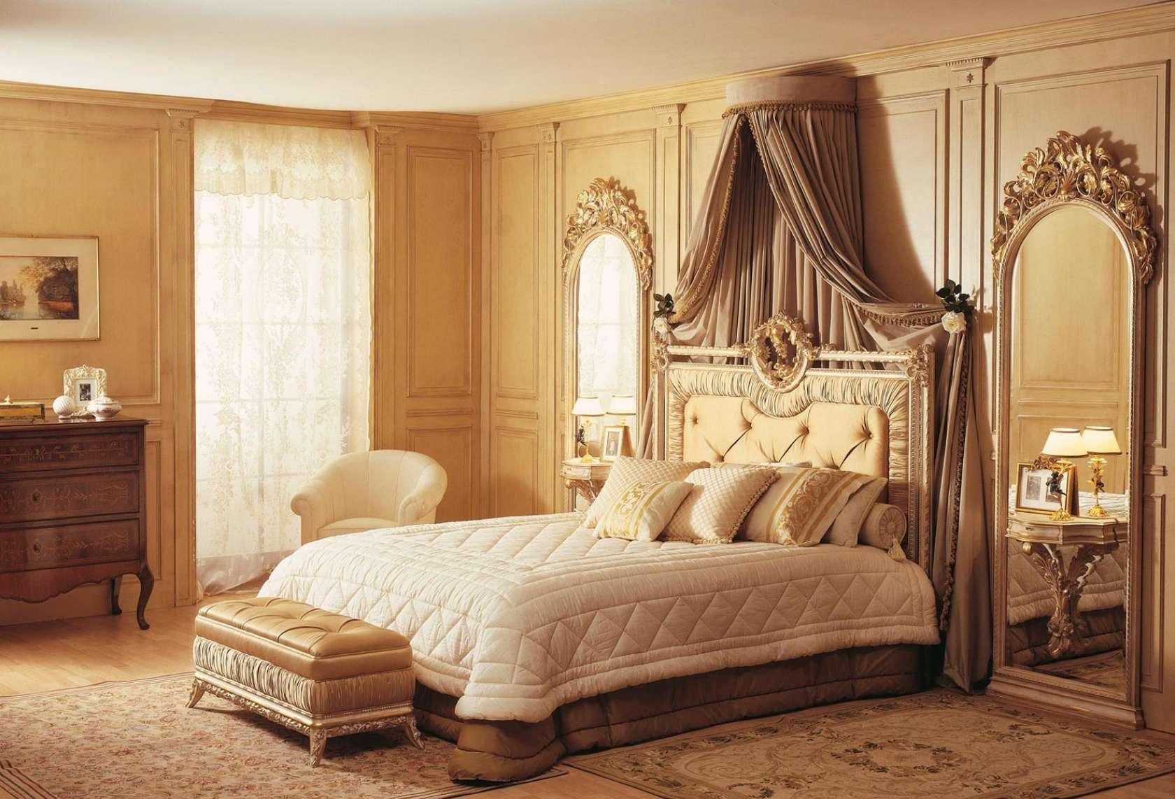 Балдахин в классической спальне
