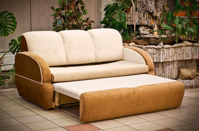 Бежевый выкатной диван