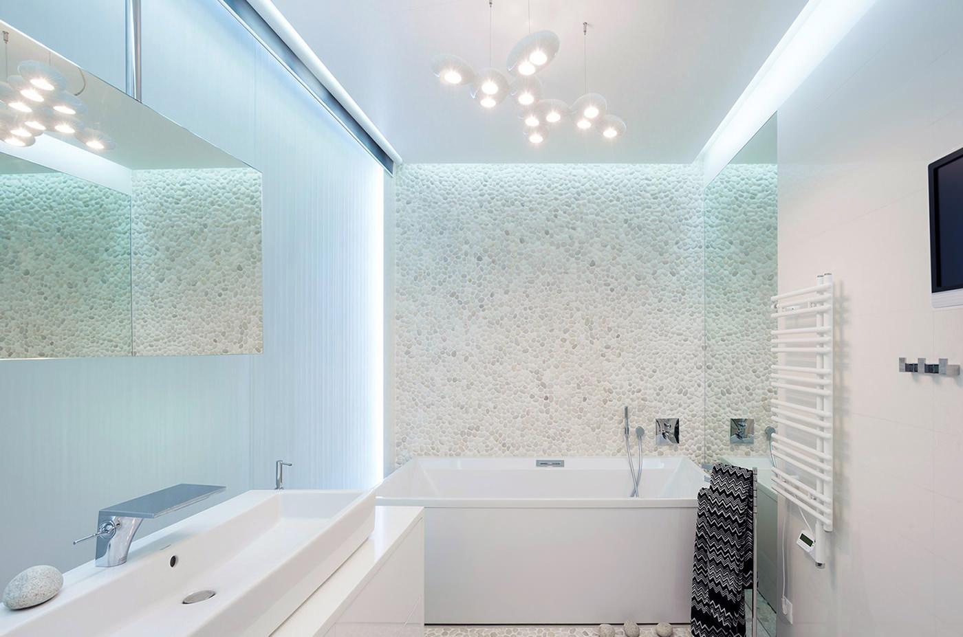 Белая ванная без унитаза