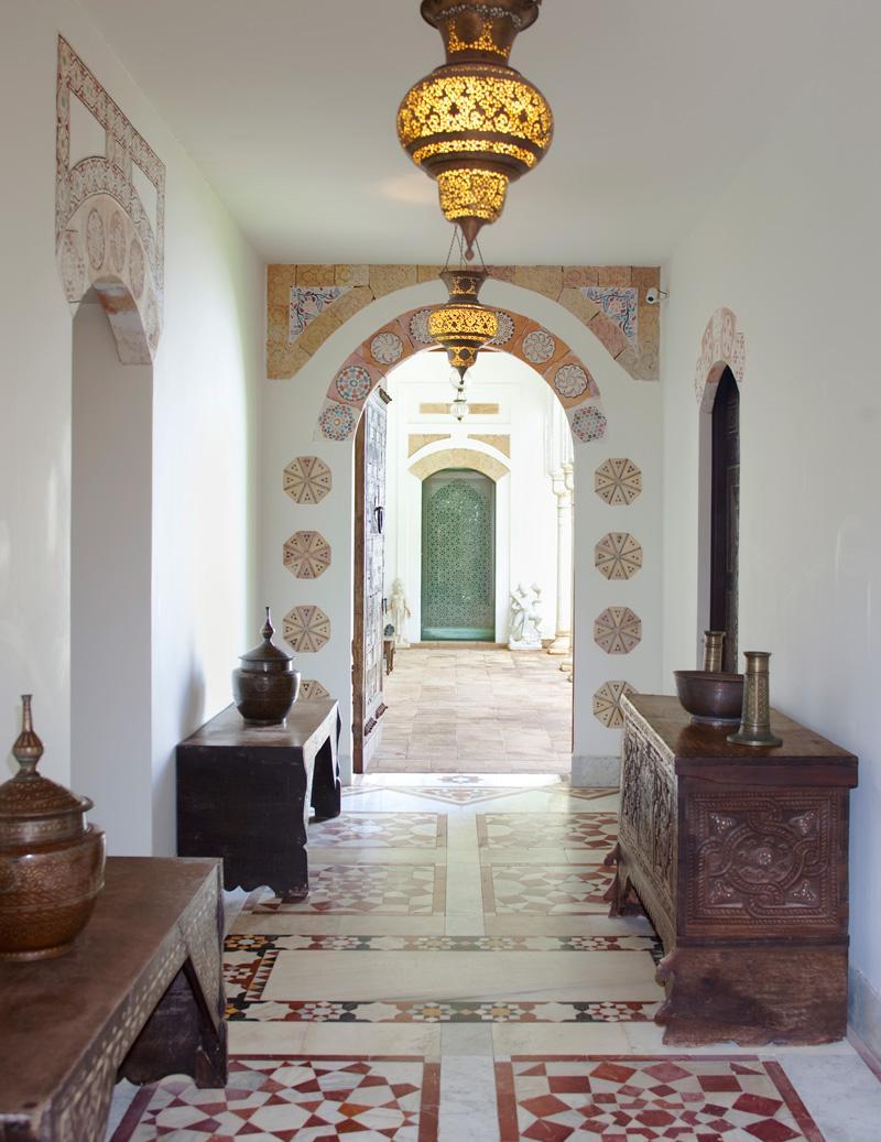 Дизайн коридора с аркой расписной