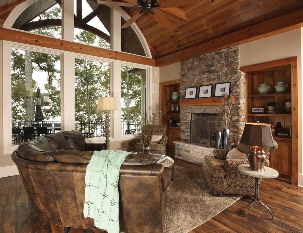 Гостиная с большим окном в стиле рустик