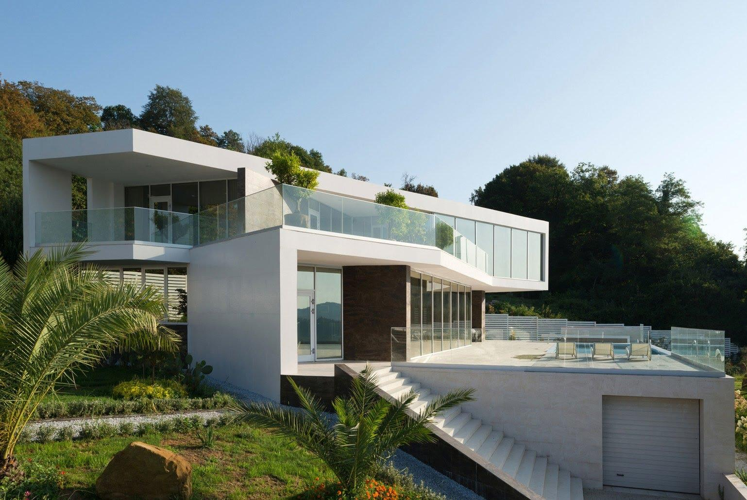 Современный большой дом в стиле модерн