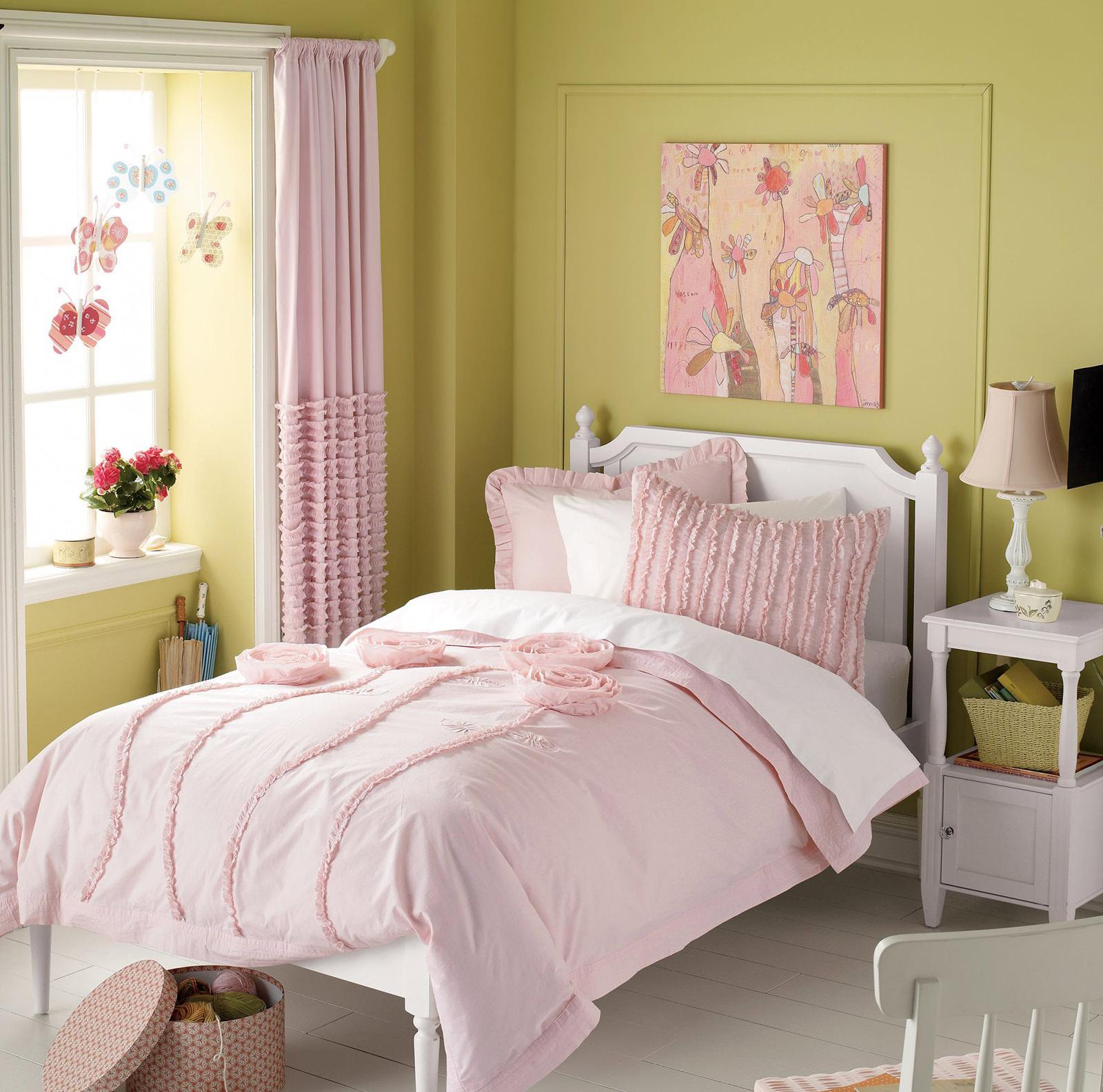 Розово-оливковая спальня