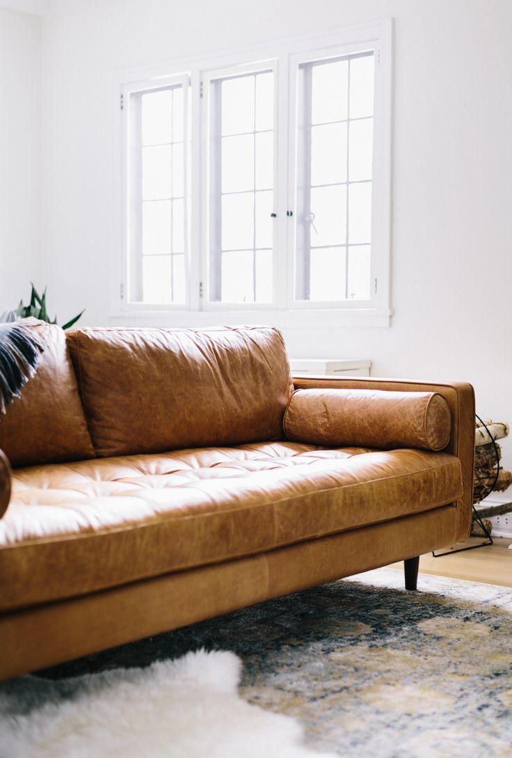 Пружинный состаренный диван