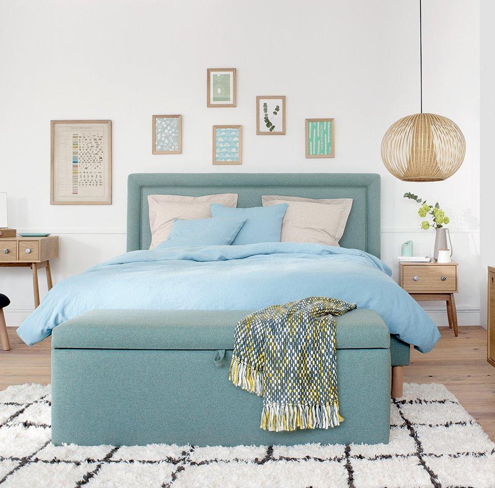 Спальня 14 кв.м. с бирюзовой кроватью