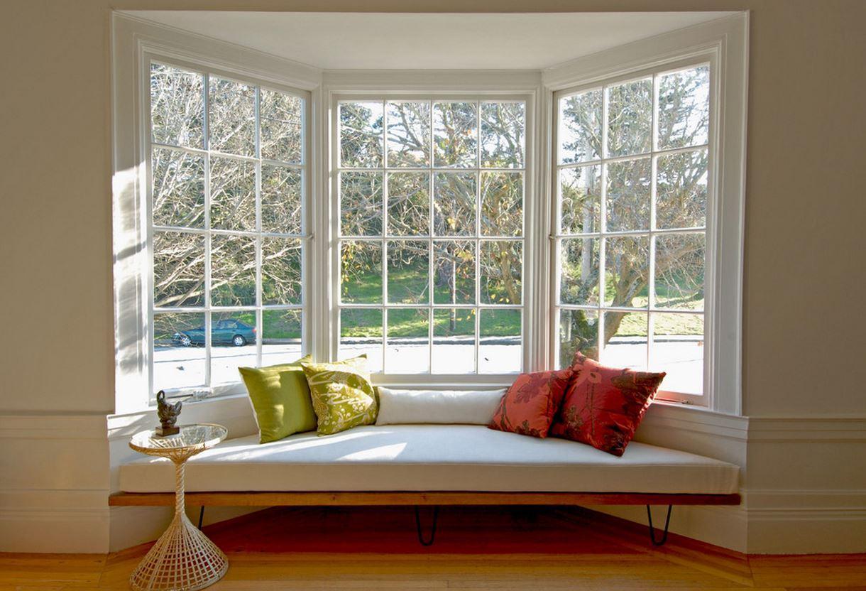 Эркерный диван в доме
