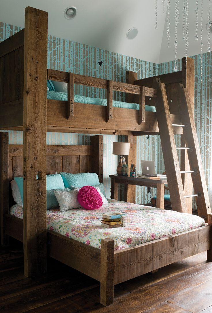Детская двухэтажная кровать из массива