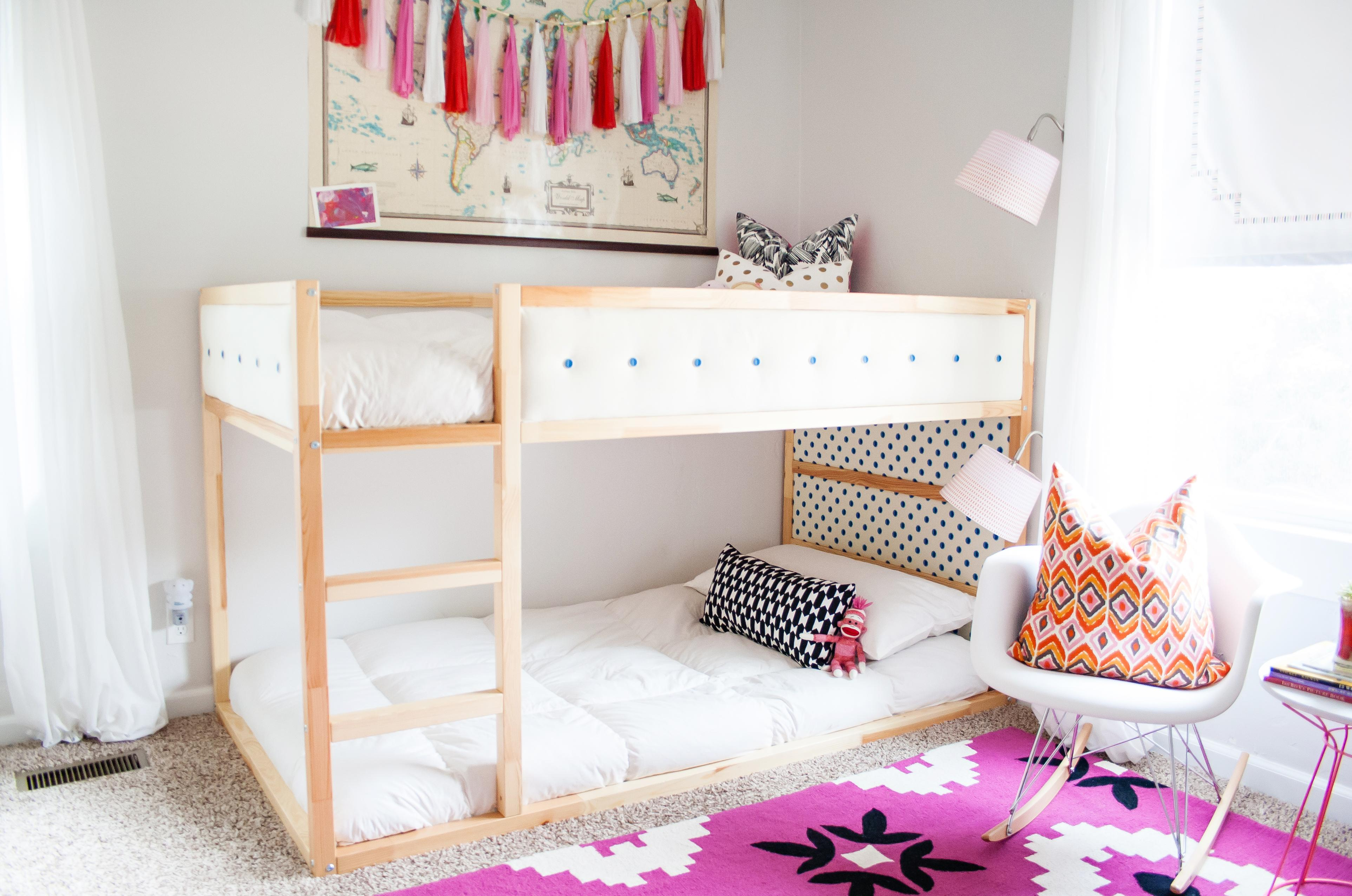 Двухъярусная детская кровать в современном дизайне