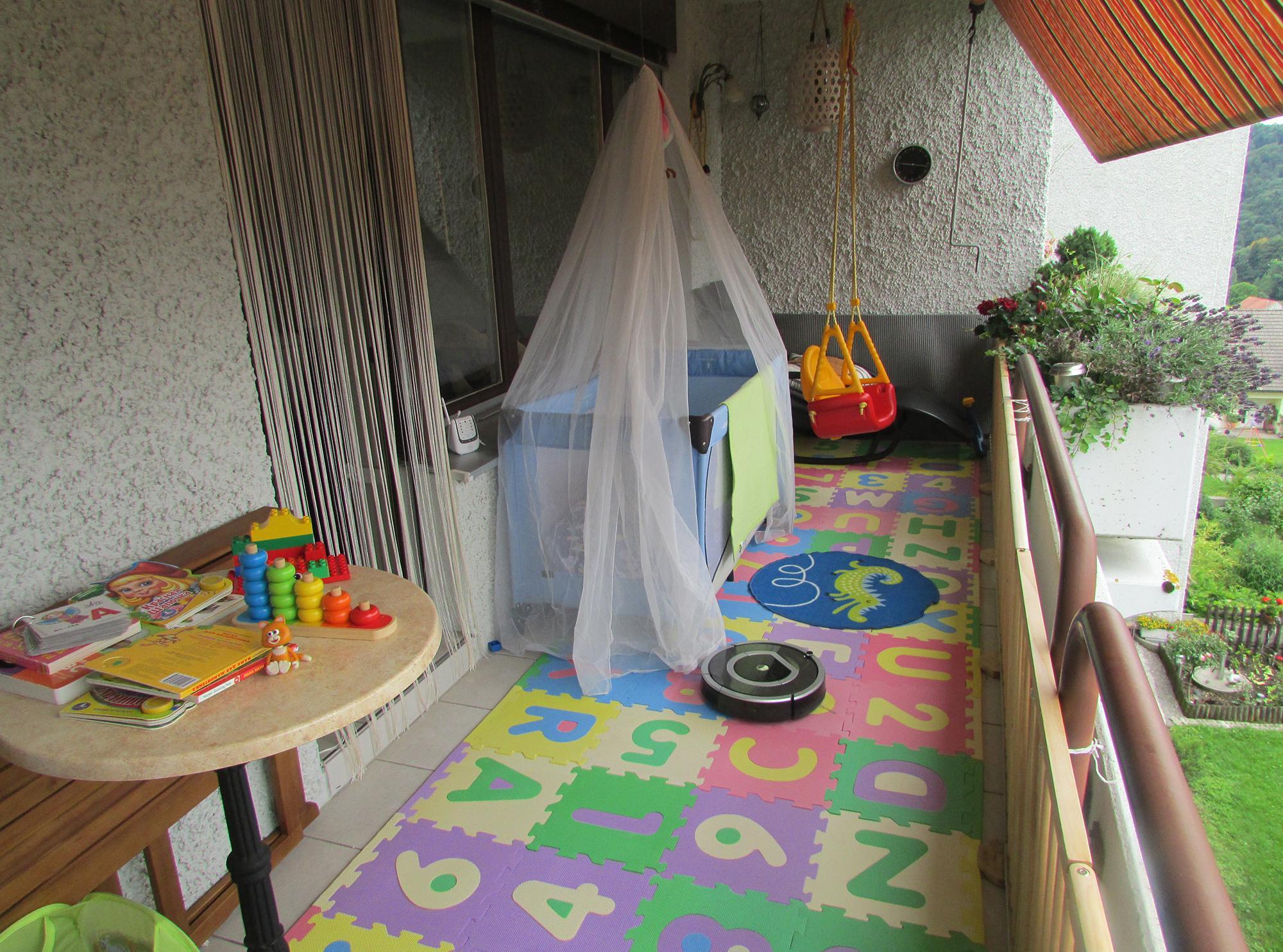 Летняя детская на балконе