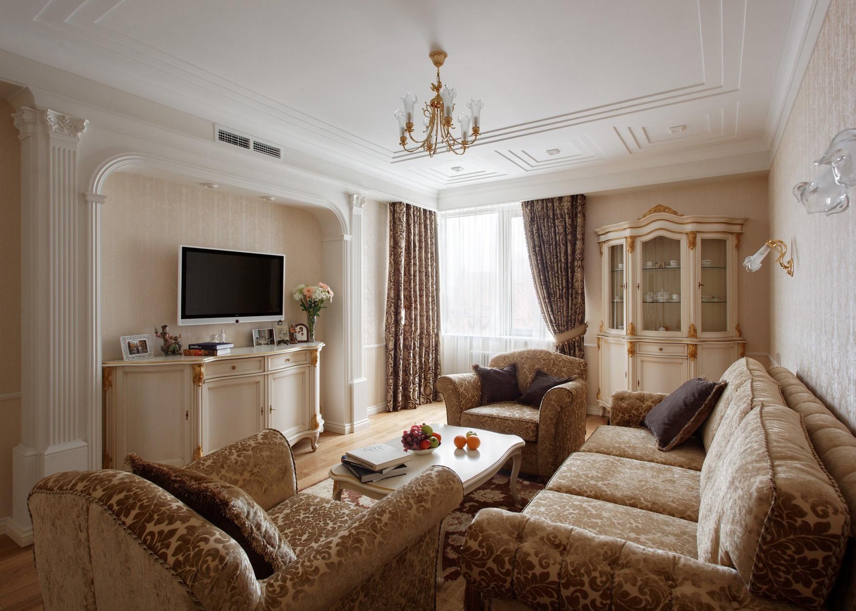 Бежево-белая гостиная в классическом стиле
