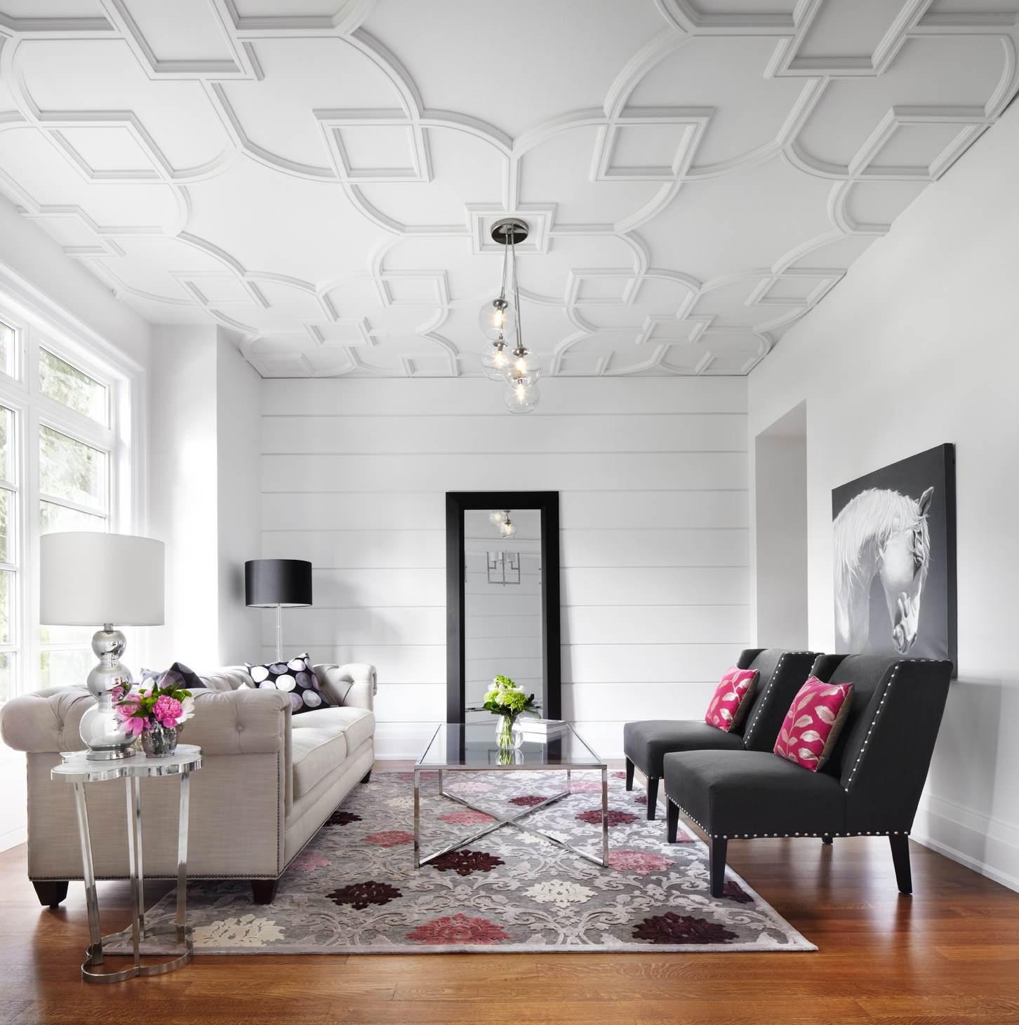 Небольшая черно-белая гостиная в стиле арт-деко