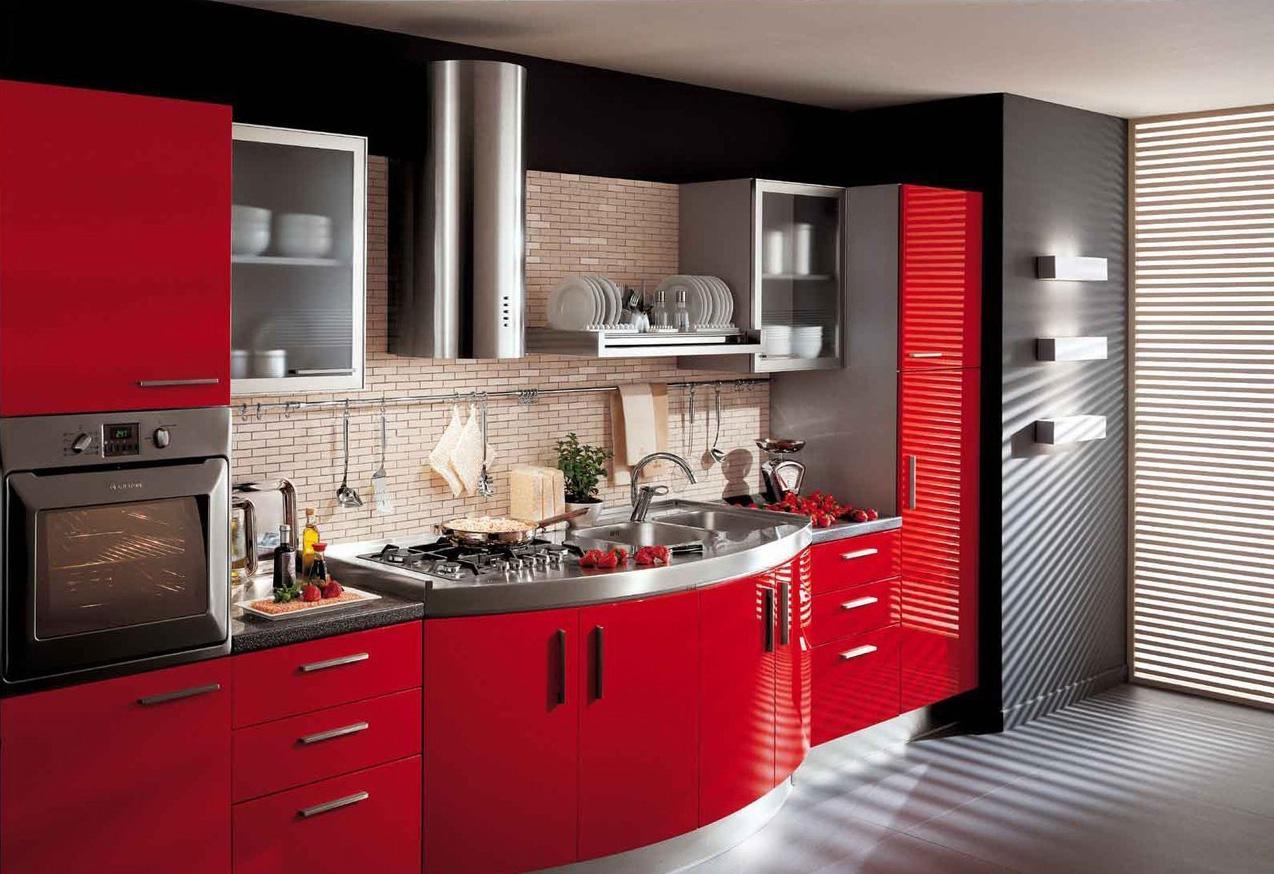 Черно-красный гарнитур на кухне