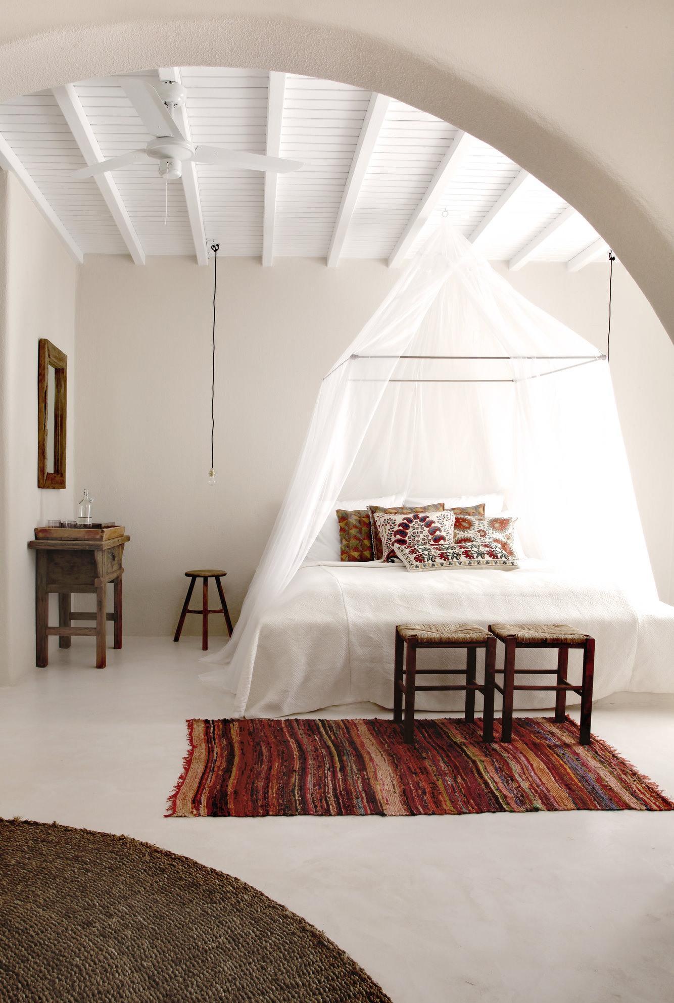 Подвесной балдахин над кроватью