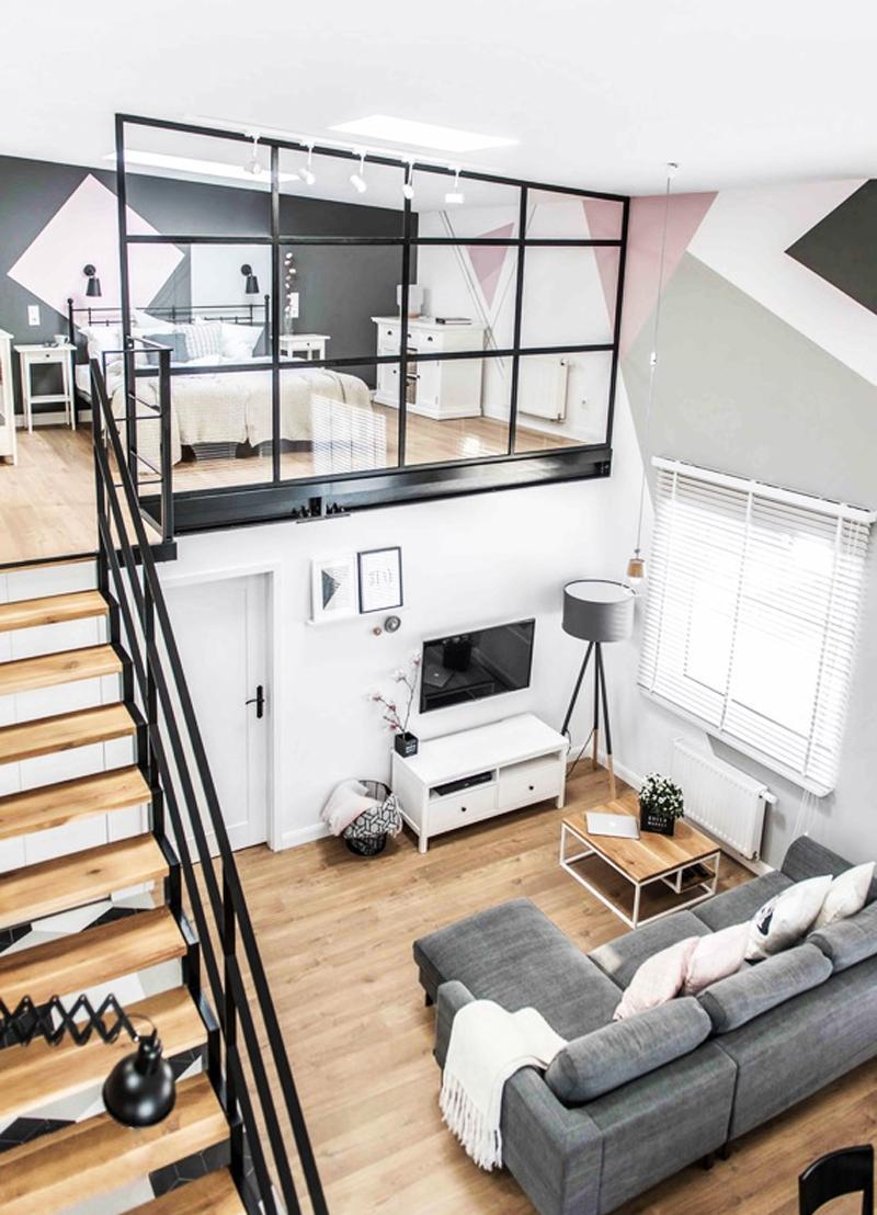 Строгий интерьер двухуровневой квартиры