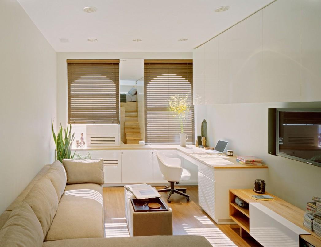 Гостиная с двумя окнами в современном стиле