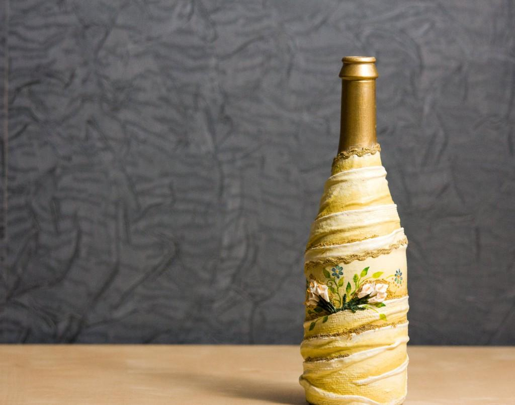 Декупаж бутылки шампанского на новый год тканью