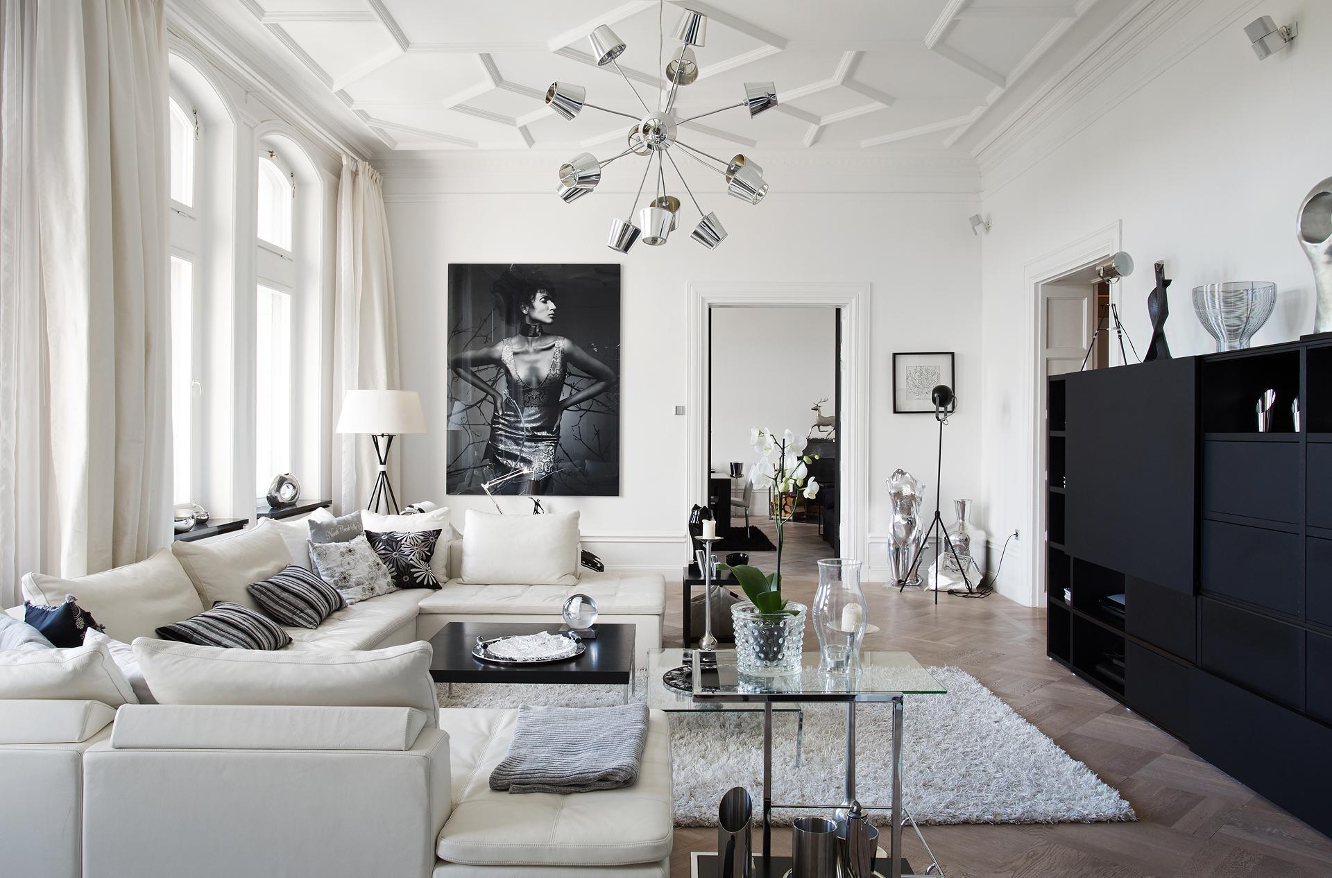Большая черно-белая гостиная
