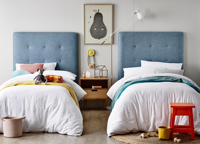 Дизайн детской комнаты для двух мальчиков с кроватью