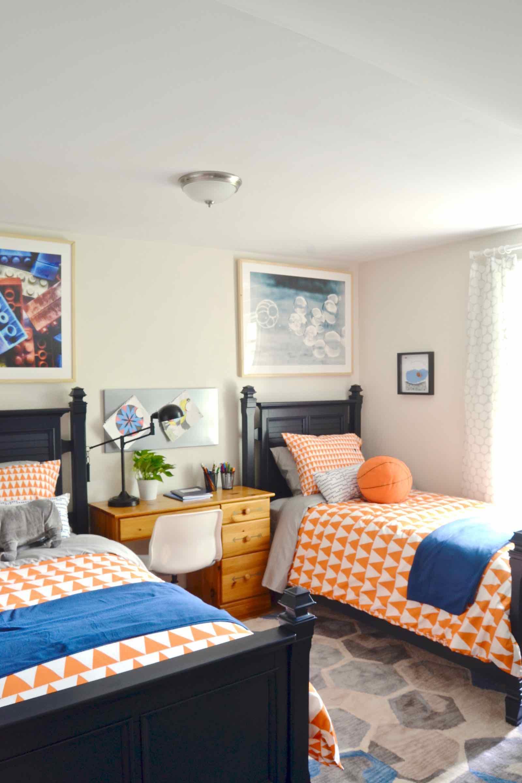 Дизайн детской комнаты для двух мальчиков в оранжевом цвете
