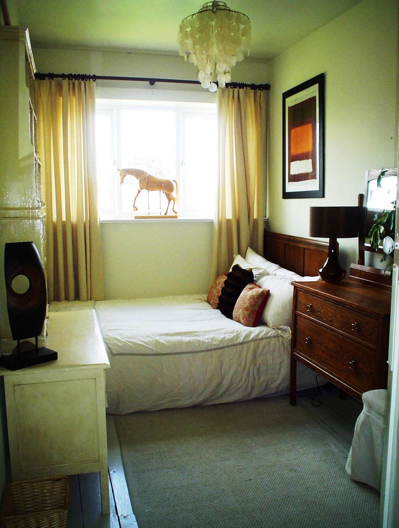 Размещение кровати в маленькой комнате