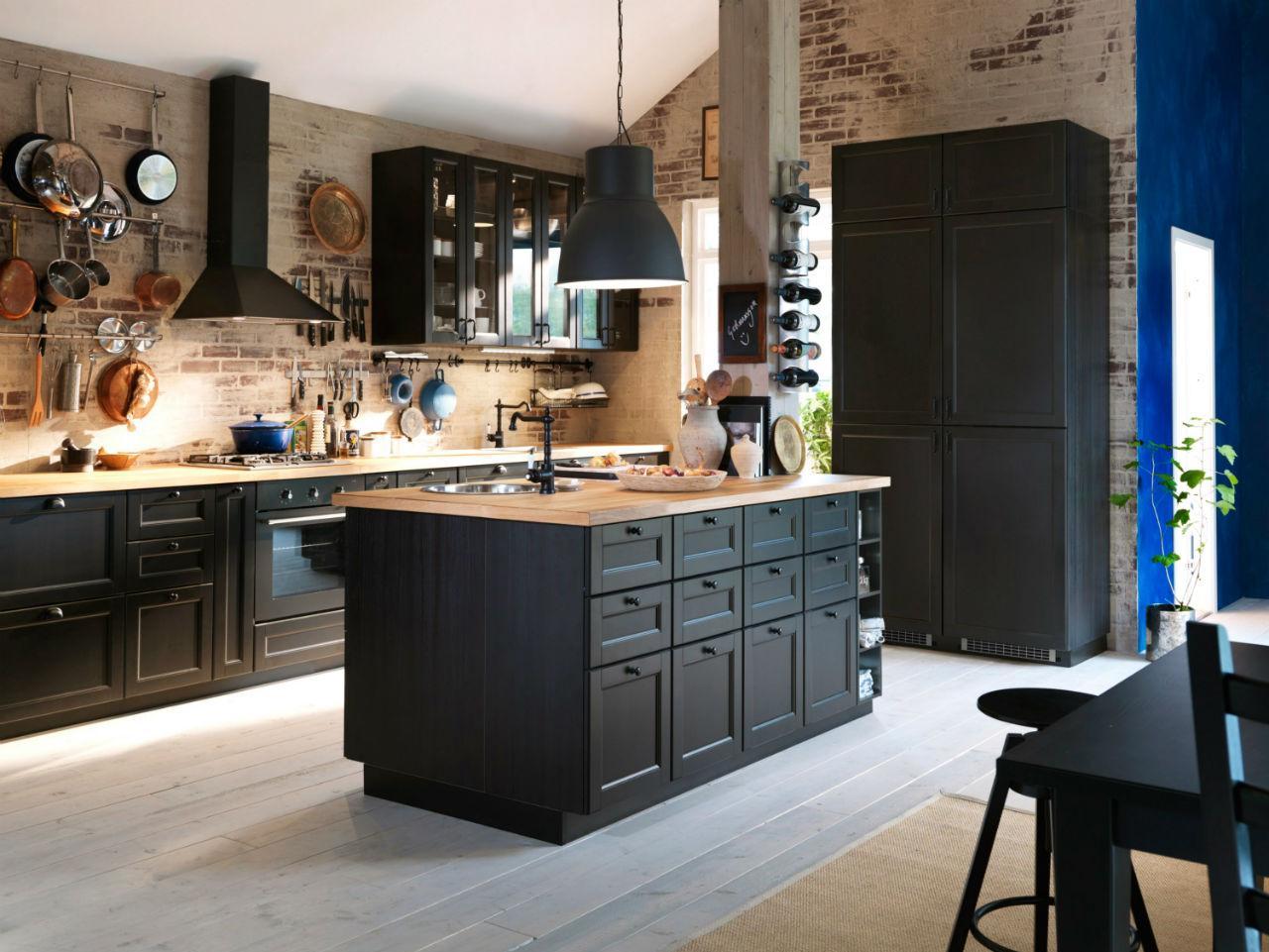 Кухня черная в частном доме 2017