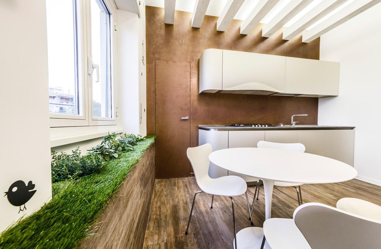Трава на кухонном подоконнике