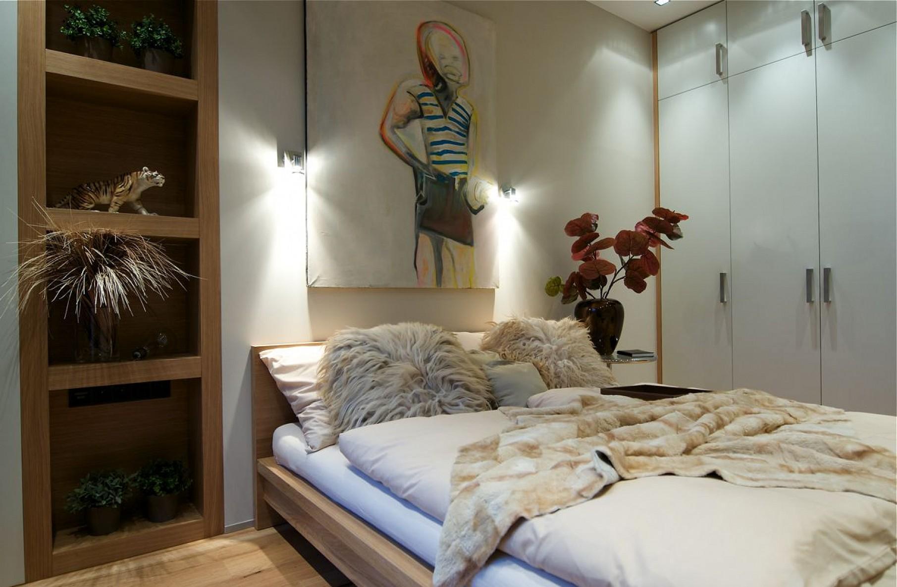 Дизайн спальни 18 кв м с картиной