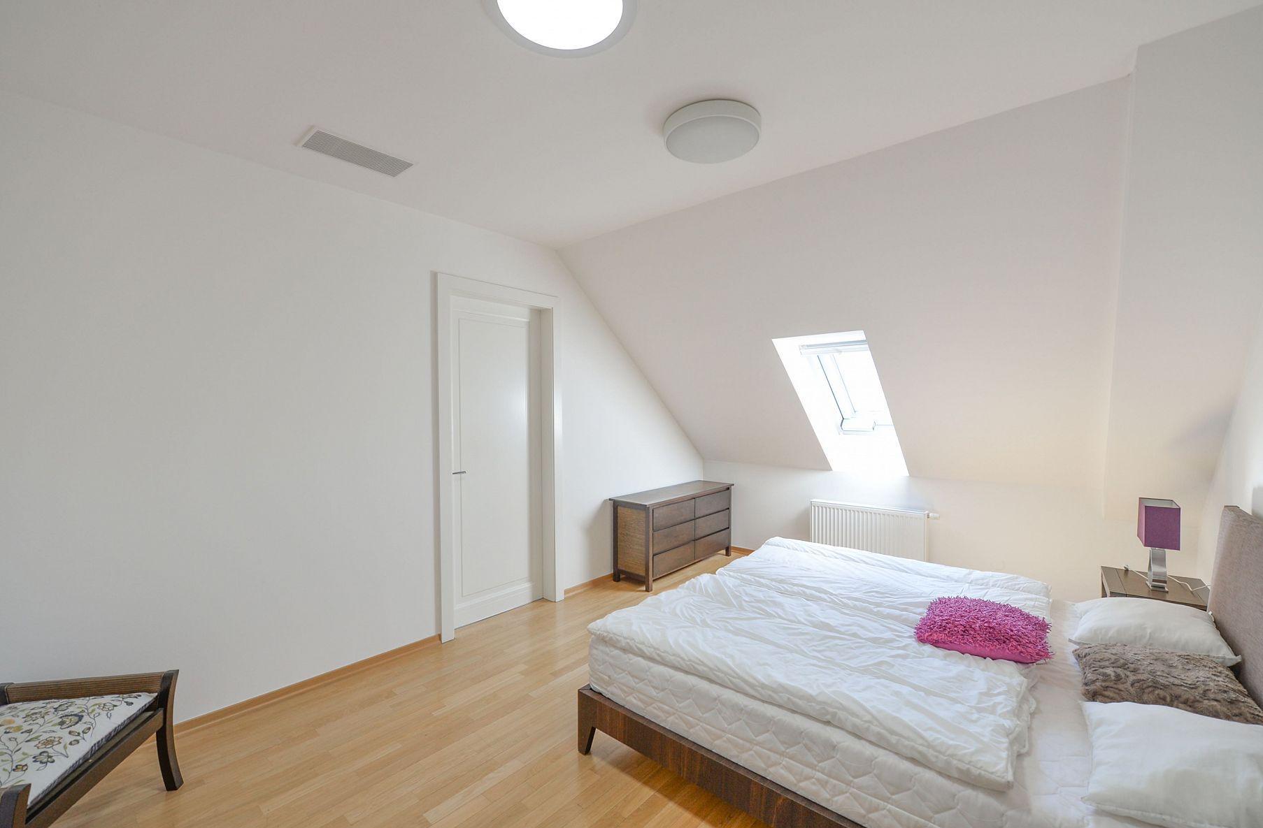Дизайн спальни 18 кв м светлый