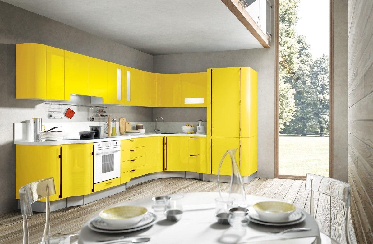 Угловая радиусная серо-желтая кухня