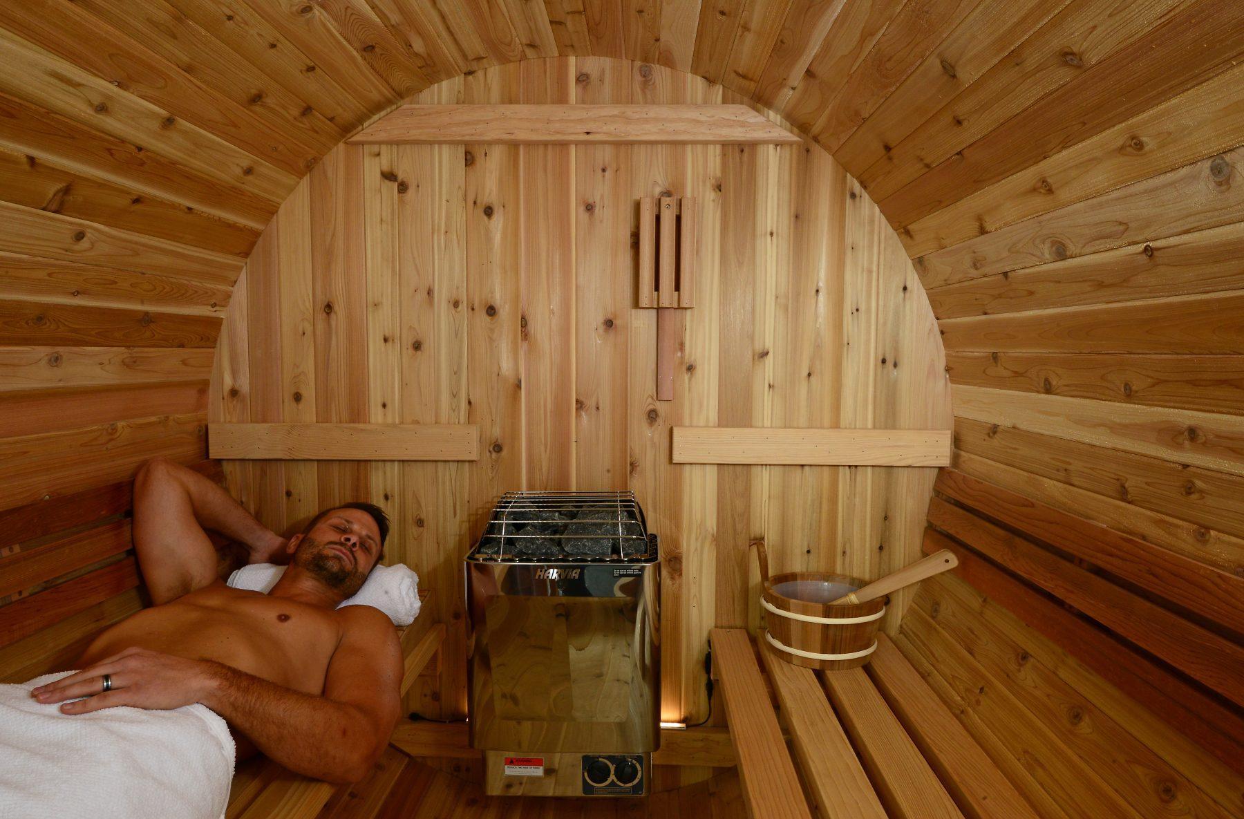 Интерьер парилки в бане