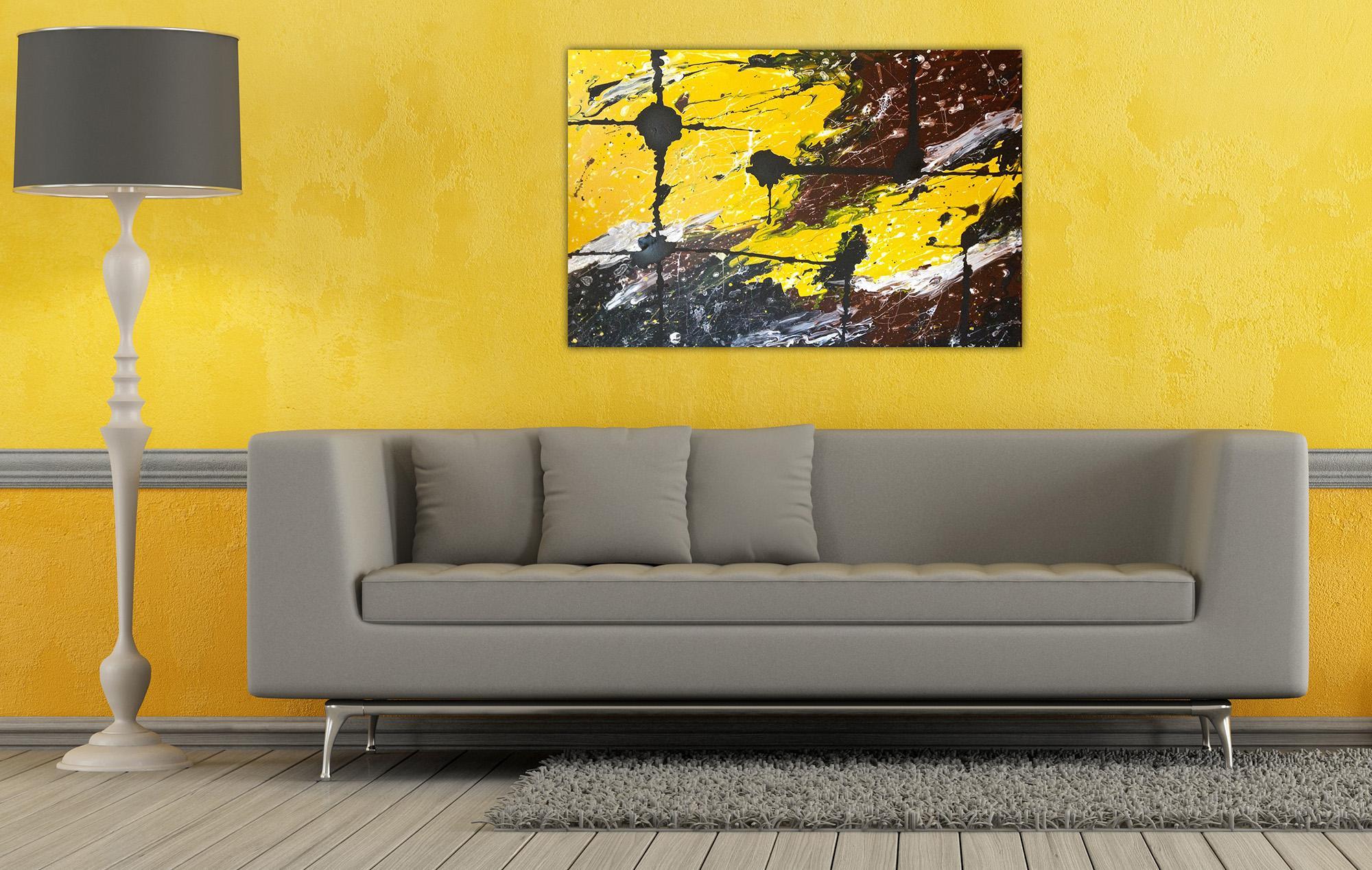 Желто-оранжевые стены в гостиной