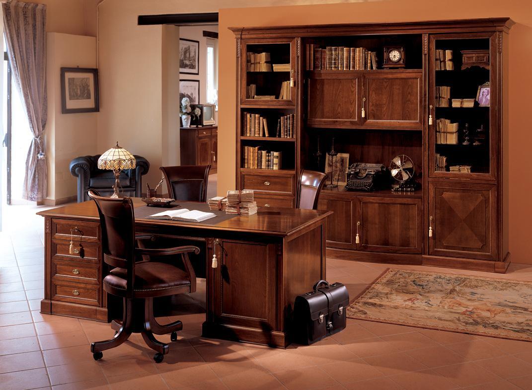 Лакированная мебель в кабинете директора