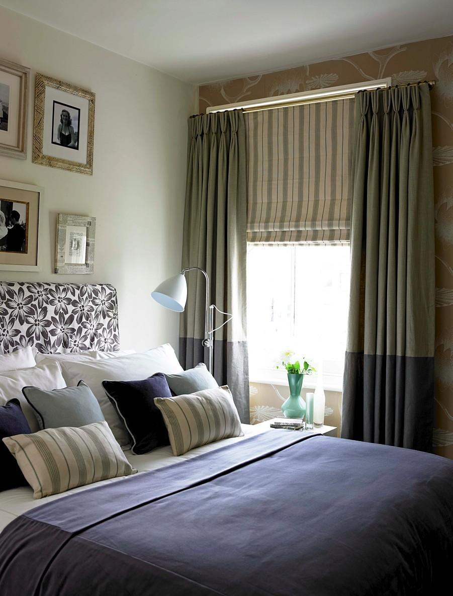 Римские и обычные шторы в интерьере спальни