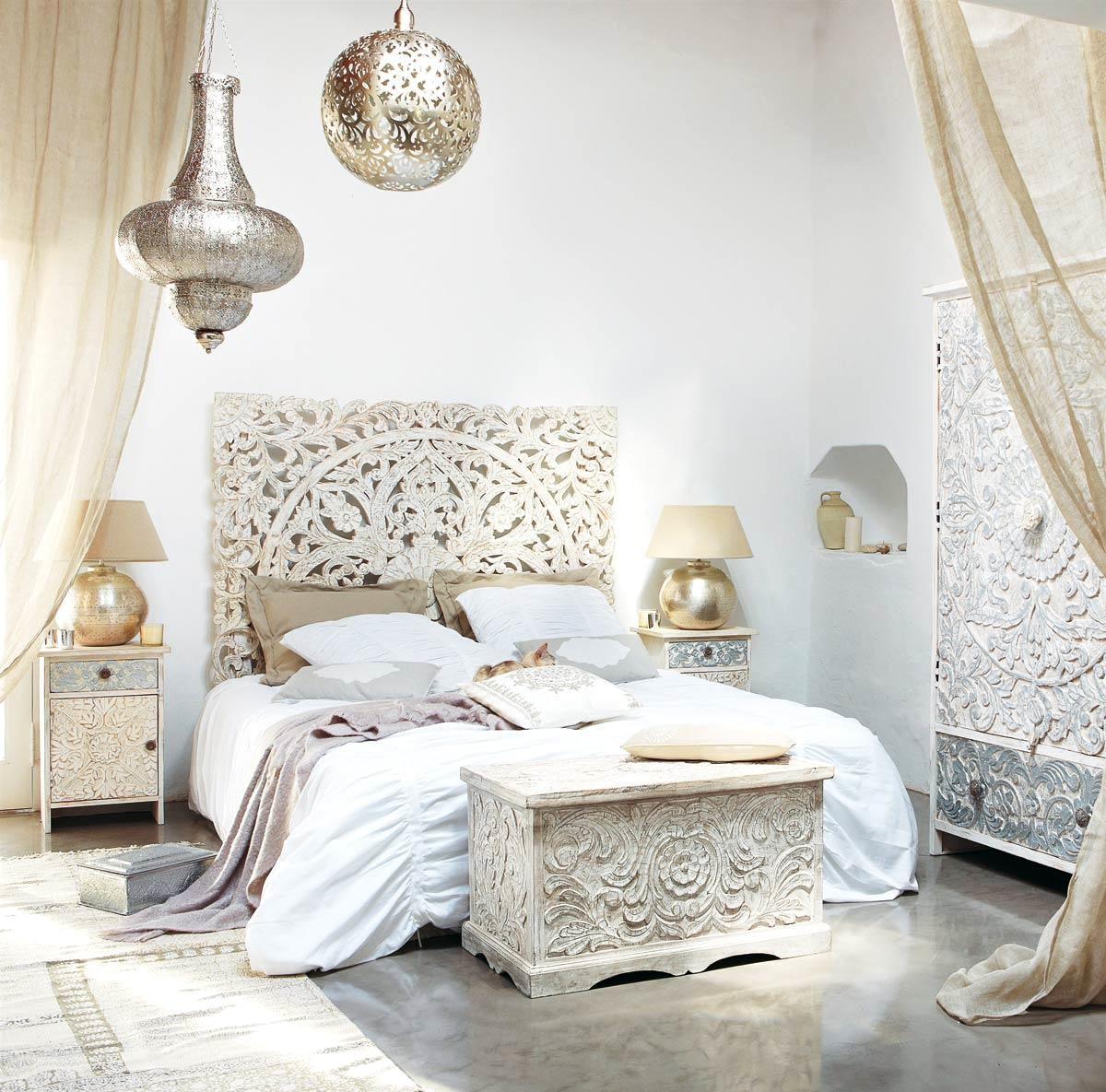 Оформление изголовья кровати в восточном стиле