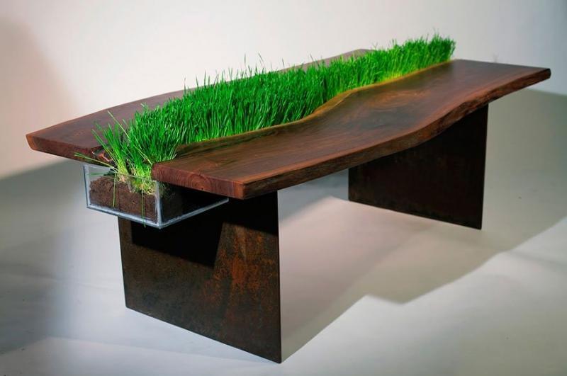 Стол из массива с декоративной травой