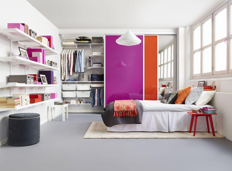 Яркие акценты и гардеробная в спальне 20 кв м