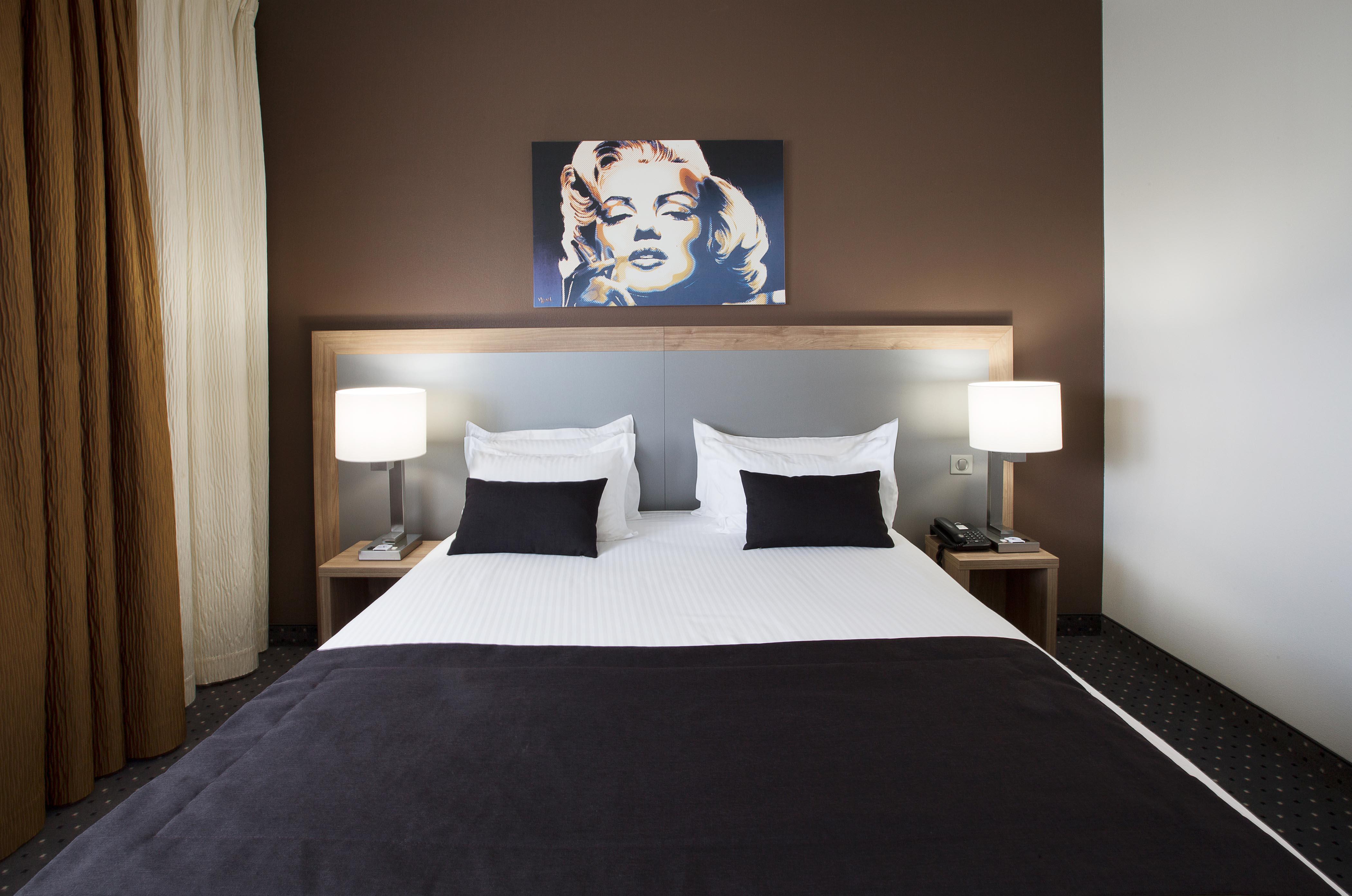 Дизайн спальни 18 кв м коричневый