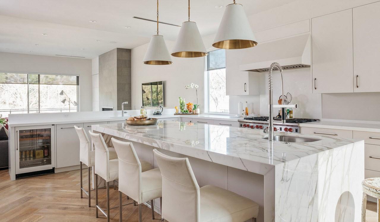 Ненавязчивый модерн в интерьере кухни в загородном доме