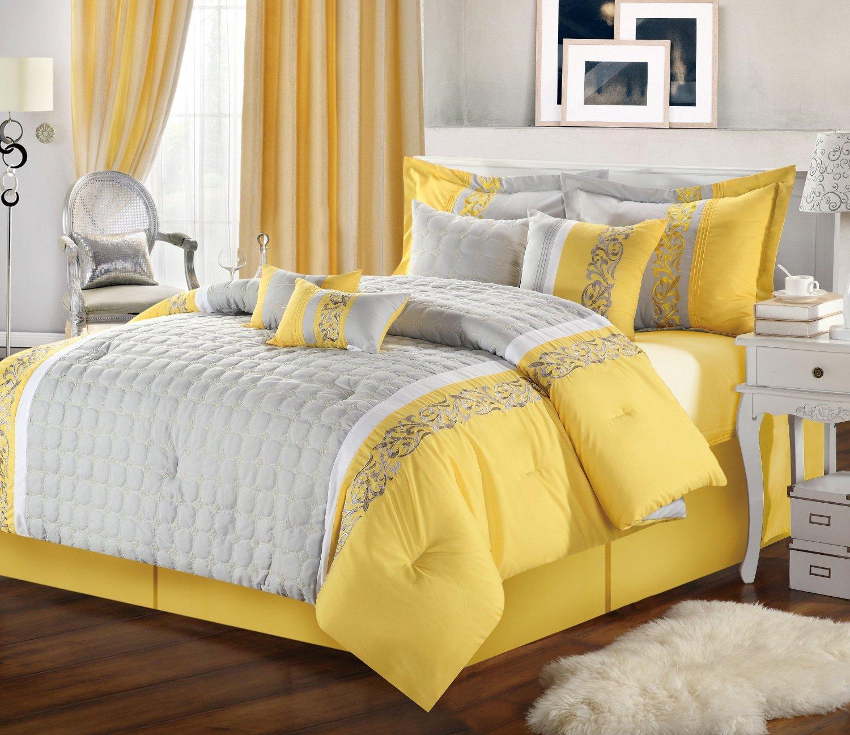 Серо-желтая спальня в стиле неоклассики