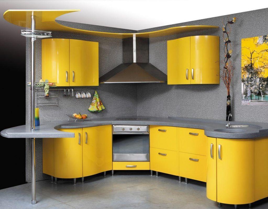 Стильная радиусная серо-желтая кухня